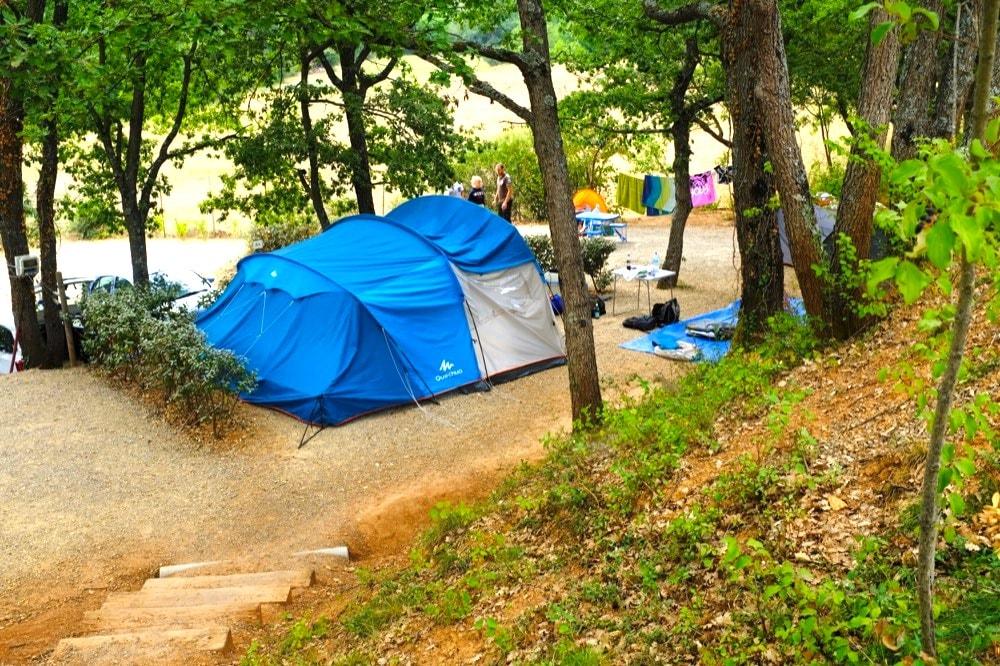 Emplacement camping gorges du verdon lac sainte croix for Camping au bord du lac de sainte croix avec piscine